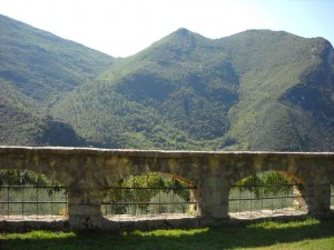panorama che si apre dall'abbazia san pietro in valle